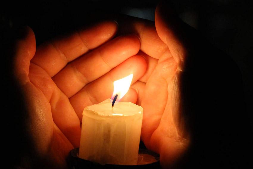 En hommage aux victimes des attentats du 13 novembre 2015 à Paris, et comme  beaucoup d autres, nous appelons chacun à placer une bougie devant sa  fenêtre, ... 01a064bdea88